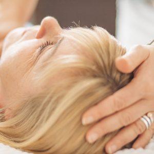 Therapeutic Touch Anwendung Kopf