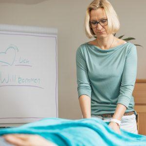 Therapeutic Touch Anwendung an den Füßen